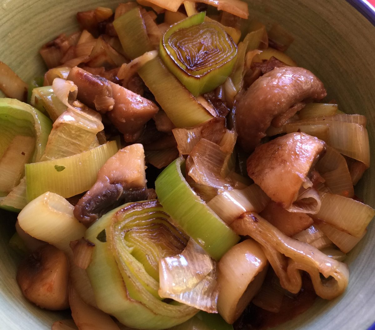 Leeks, button mushrooms, white wine, stock, onion powder, chill powder by cooking meals for one